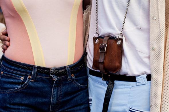 Пестрые рубашки и темные очки: Посетители фестиваля Sonar 2012. Изображение № 25.