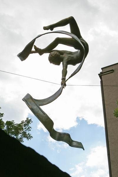 Скульптуры Джерзи Кедзиоры, парящие в воздухе. Изображение № 55.