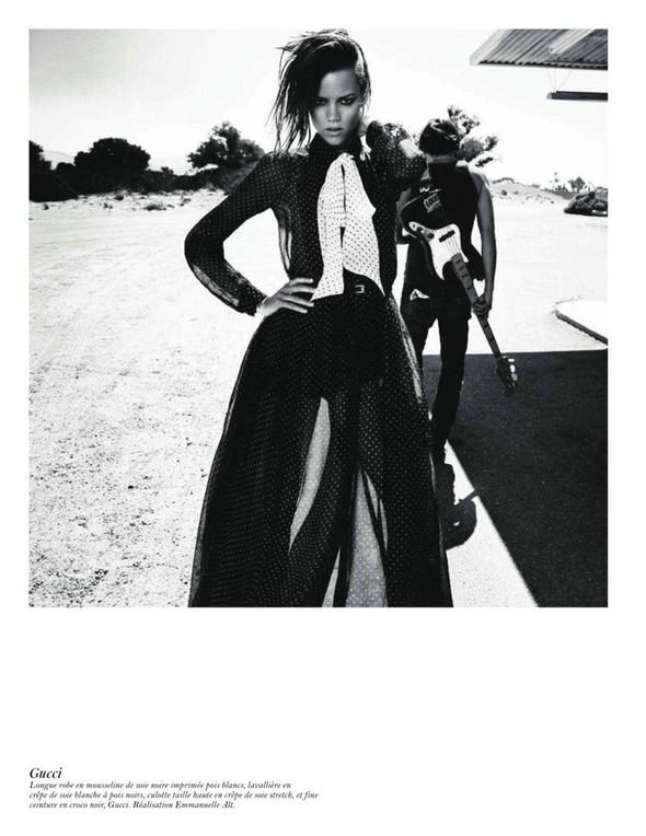 Съёмка: Аризона Мьюз, Лара Стоун, Наташа Поли и другие модели во французском Vogue. Изображение № 56.