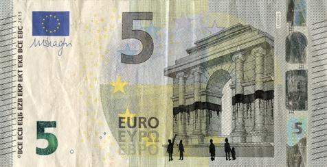 Художник в знак протеста изрисовал банкноты на 3555 евро. Изображение № 11.