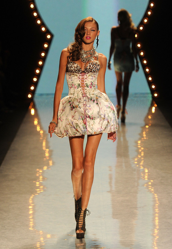 New York Fashion Week: Betsey Johnson Spring 2012. Изображение № 25.