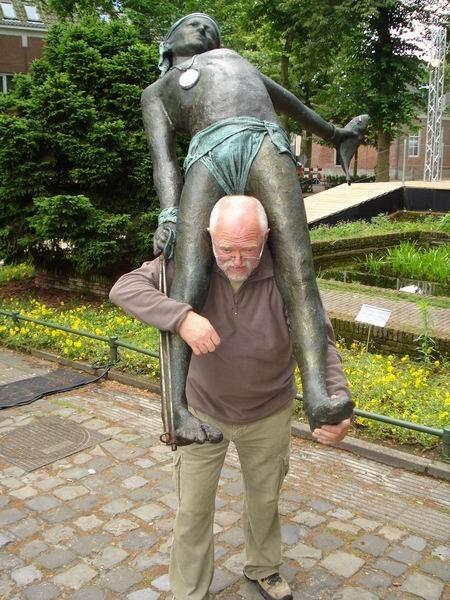 Скульптуры Джерзи Кедзиоры, парящие в воздухе. Изображение № 47.