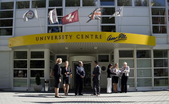 Какие университеты принимают студентов три раза в год. Изображение № 1.