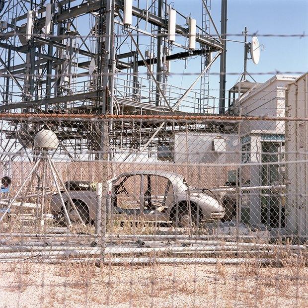 Заброшенные телефонные башни вгорах ипустынях . Изображение № 17.