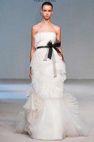 """""""Выбираем свадебное платье!"""" 93 идеи ведущих дизайнеров. Изображение № 38."""