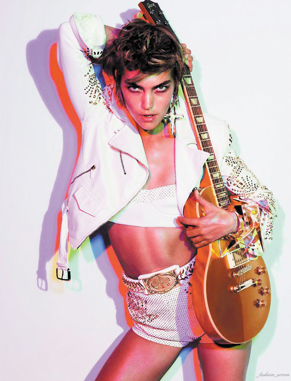 Как Элвис: Аризона Мьюз для Vogue Paris. Изображение № 1.