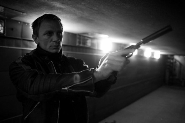 007: DANIEL CRAIG: BEHIND THE SCENES BW PHOTOGRAPHY. Изображение № 13.