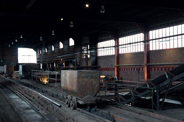 На территории шахты осталось немало помещений, в которых все выглядит так же, как и во времена добычи угля. Изображение № 17.