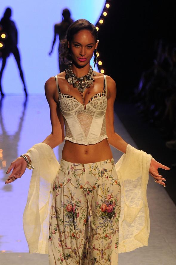 New York Fashion Week: Betsey Johnson Spring 2012. Изображение № 30.