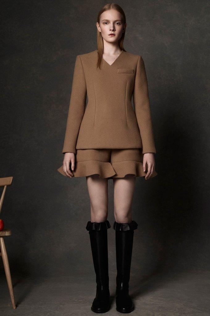 Вышли предосенние коллекции Alexander McQueen, Moschino и Valentino. Изображение № 1.