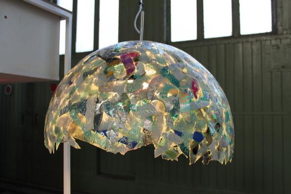 Лампа, изготовленная из старых сломанных дисков. . Изображение № 7.