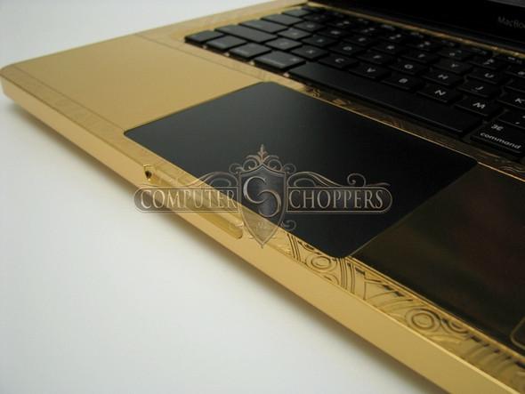Макбук из золота от Computer Choppers. Изображение № 6.