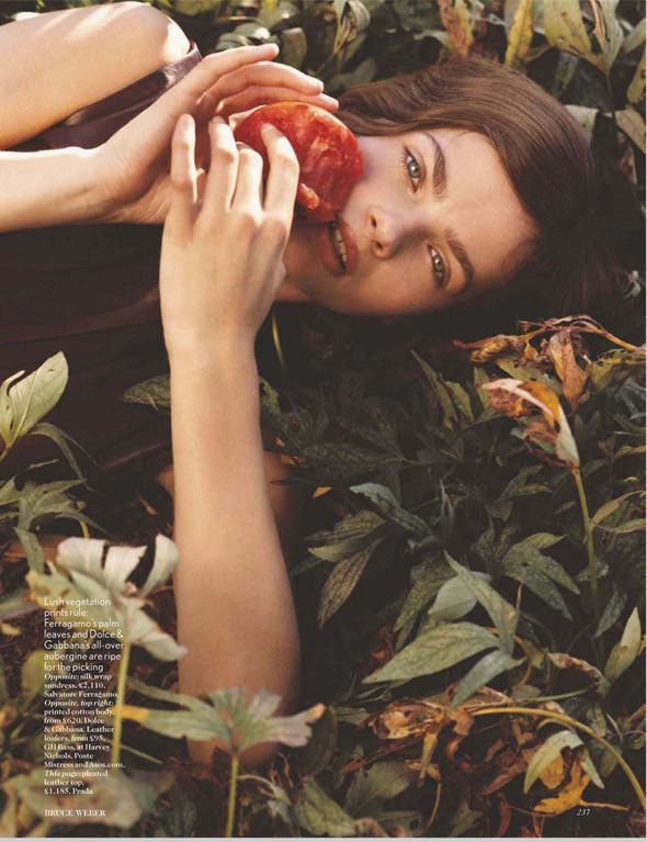 Съёмки: Harper's Bazaar, Interview, Vogue и другие. Изображение № 12.