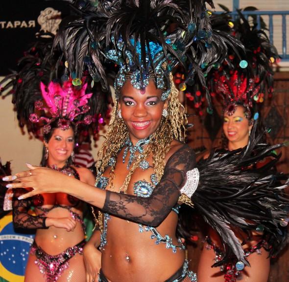 Бразильский карнавал в Москве. Изображение № 1.