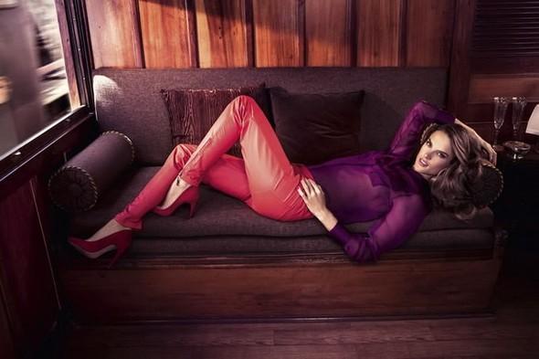 Alessandra Ambrosio и Ashton Kutch для Colcci. Изображение № 5.
