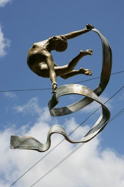 Скульптуры Джерзи Кедзиоры, парящие в воздухе. Изображение № 1.