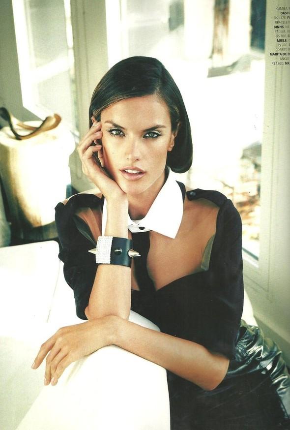 Съёмка: Алессандра Амбросио для Vogue. Изображение № 2.
