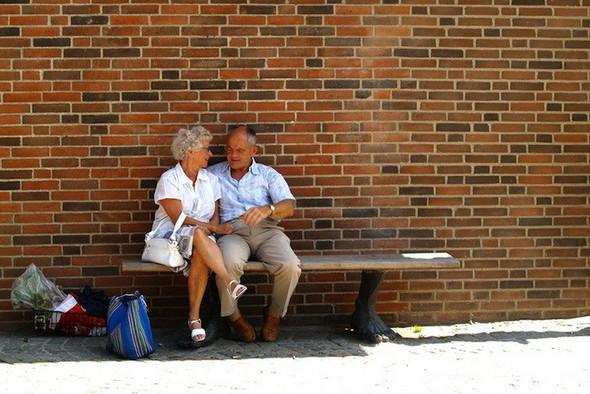 Пожилые влюбленные пары. Изображение № 3.