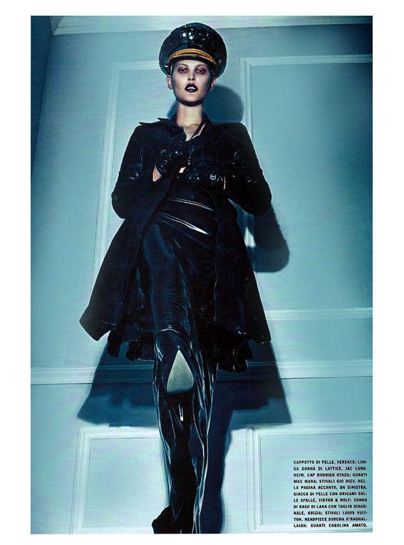 Съёмка: Стивен Кляйн для итальянского Vogue. Изображение № 13.