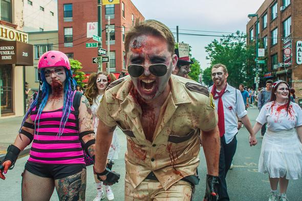 Зомби парад в Нью Йорке. NYC Zombie Crawl.. Изображение № 46.