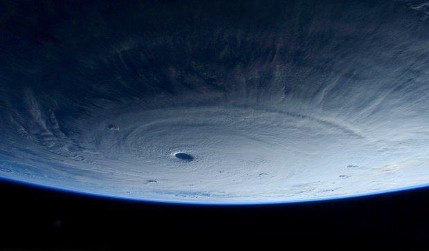 Фото дня: супертайфун Майсак с борта МКС. Изображение № 1.