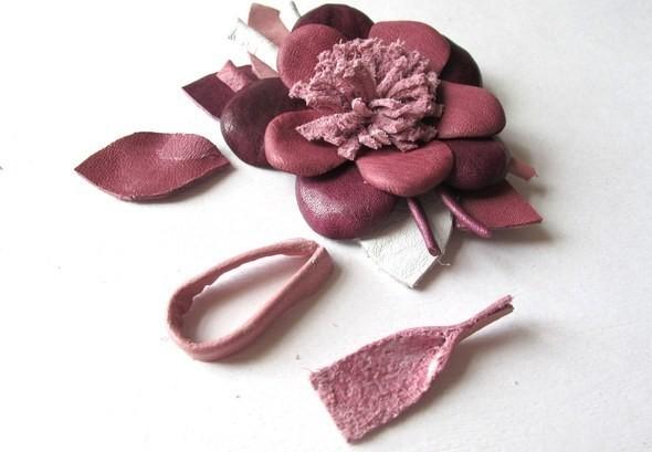 Изображение 6. Брошь-цветок из натуральной кожи.. Изображение № 5.