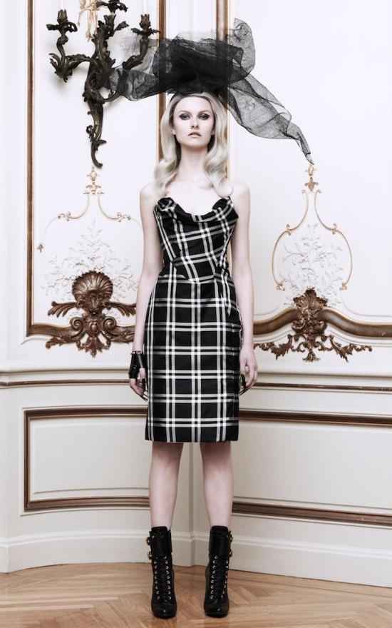 Вышли новые лукбуки Alexander McQueen и Moda Operandi. Изображение № 26.