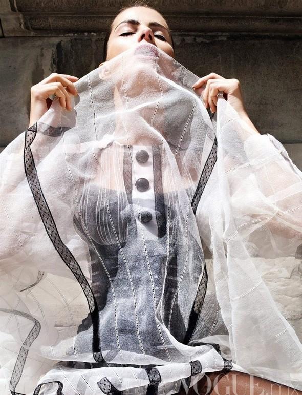 Съемка: Изабели Фонтана для мексиканского Vogue. Изображение № 4.