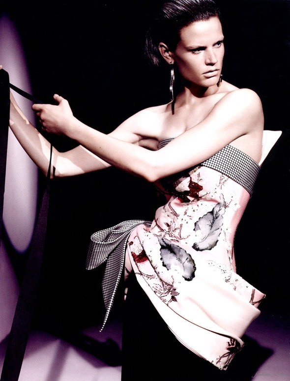Съемка: Саския де Брау для британского Vogue. Изображение № 8.