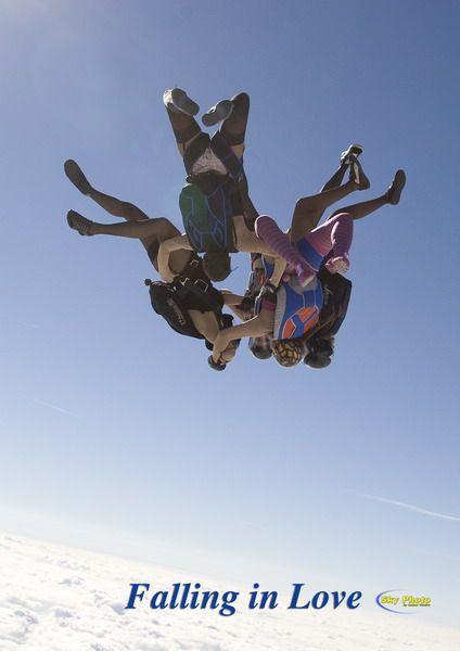 Парашютный прыжок вчулках икорсетах. Изображение № 2.