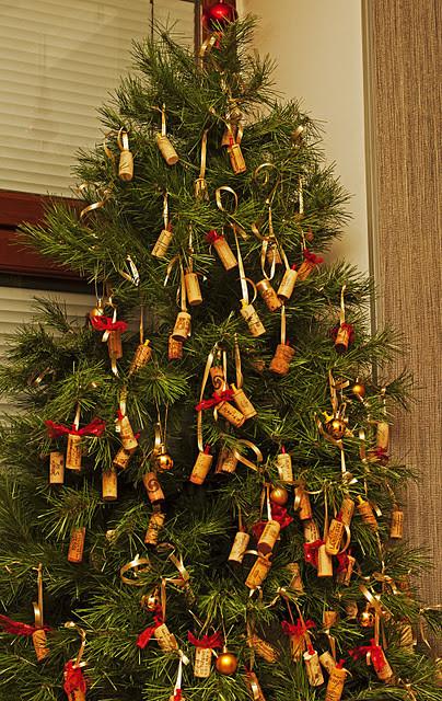 Новогодние украшения из винных пробок. Изображение № 14.