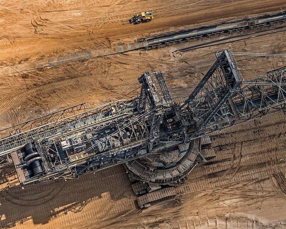 Захватывающие фотографии огромной угольной шахты. Изображение № 15.