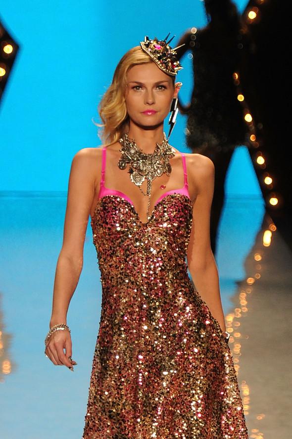 New York Fashion Week: Betsey Johnson Spring 2012. Изображение № 94.