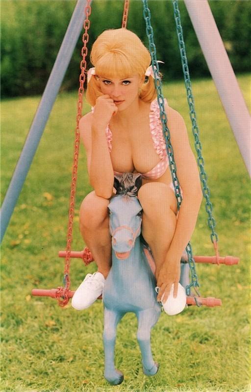 Madonna дляVanity Fair 1992 год. Изображение № 9.