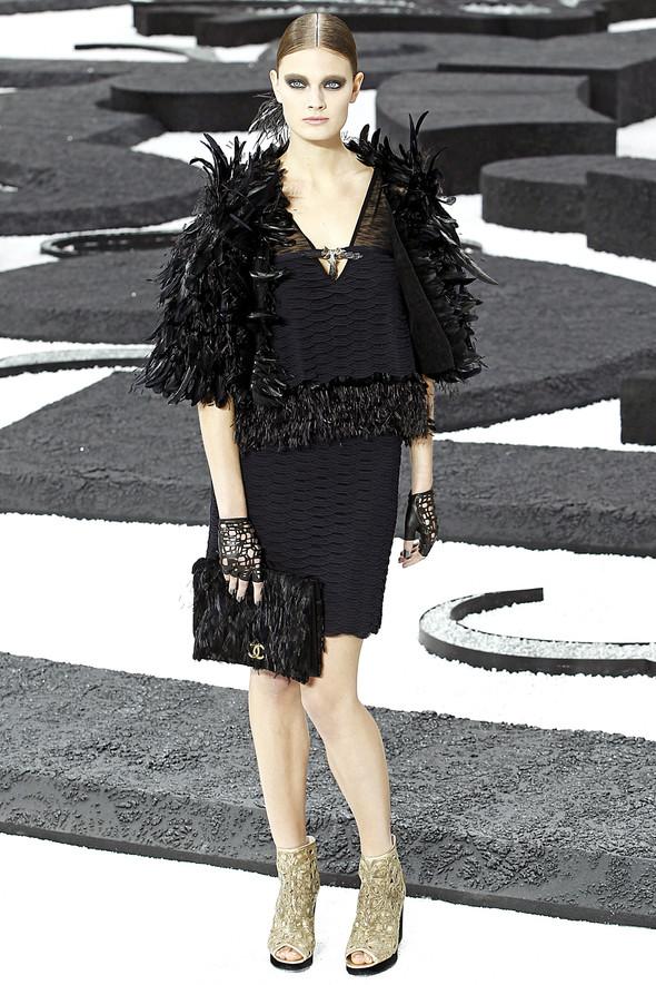 Карл Лагерфельд показал одну из самых красивых коллекций, когда-либо созданных для Chanel. Изображение № 49.