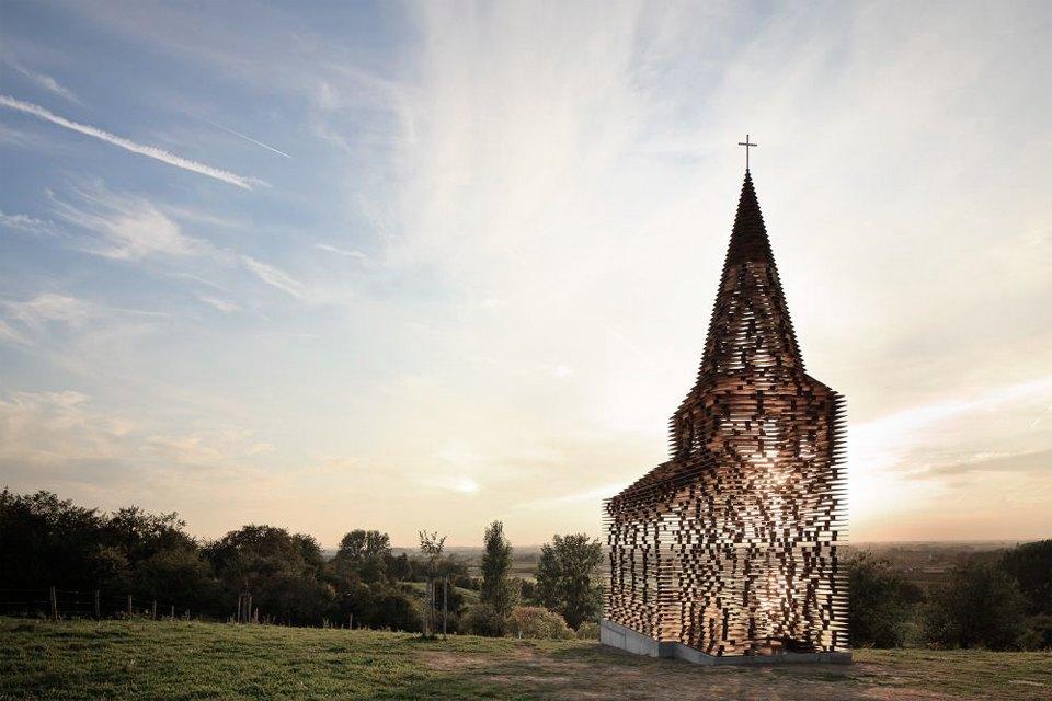 Фото: церковь, которая становится прозрачной . Изображение № 7.