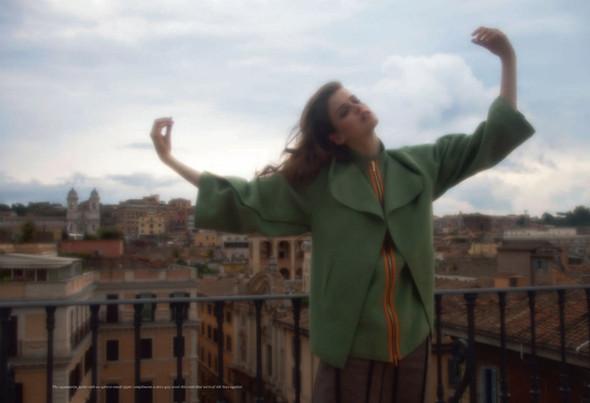Съёмка: Юлия Занер в Fendi для Grey. Изображение № 7.