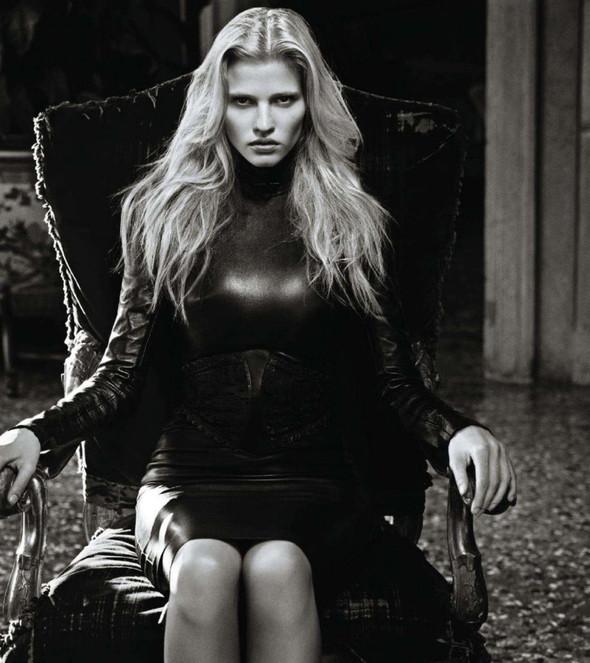Съёмка: Лара Стоун в объективе Марио Сорренти. Изображение № 6.