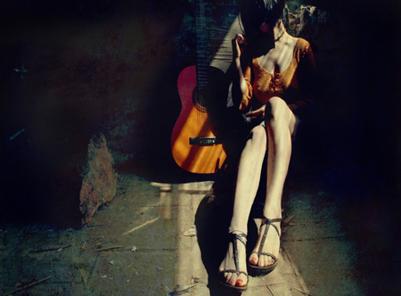 Ноги, гитара, женщина – идеальные натюрморты. Изображение № 7.