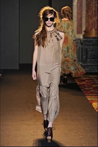Алена Ахмадуллина на Парижской неделе моды. Изображение № 9.