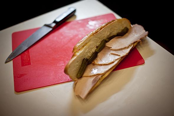 Быстро и вкусно: Сандвичи, хот-дог и три брускетты. Изображение № 20.