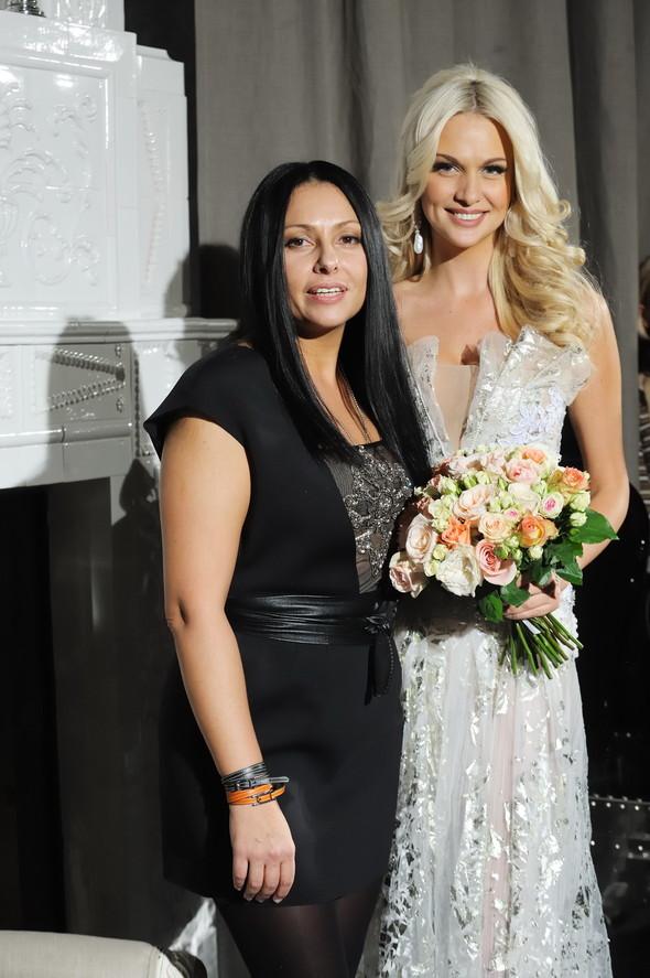 Виктория Лопырева выйдет замуж в платье от Юлии Далакян?!. Изображение № 4.