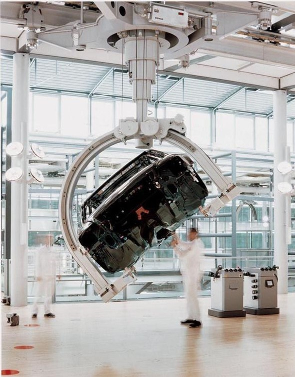 Стеклянная мануфактура Volkswagen. Изображение № 20.