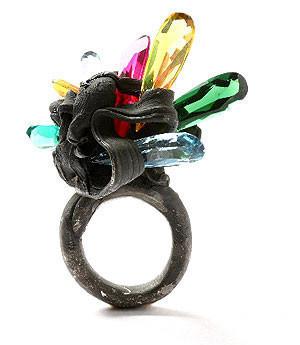 Karl Fritsch: Кольцо может быть оружием. Изображение № 36.