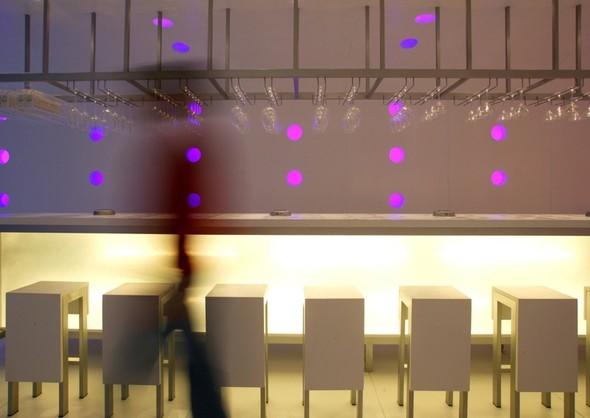 Под стойку: 15 лучших интерьеров баров в 2011 году. Изображение № 112.