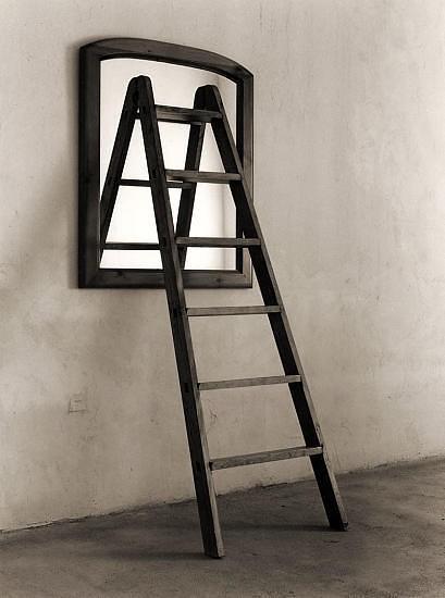 Черно-белые сюрреалистические фотографии Chema Madoz. Изображение № 1.