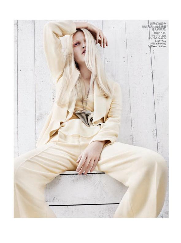 Съёмка: Дафне Гренвельд для Vogue. Изображение № 2.
