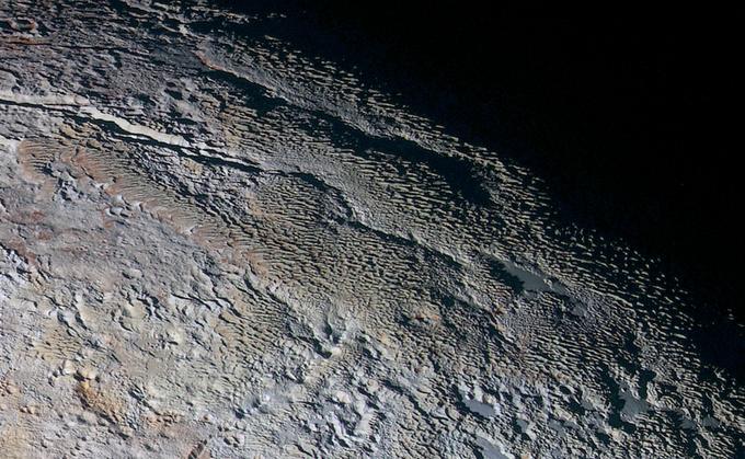 Фото дня: необычный рельеф на Плутоне . Изображение № 1.