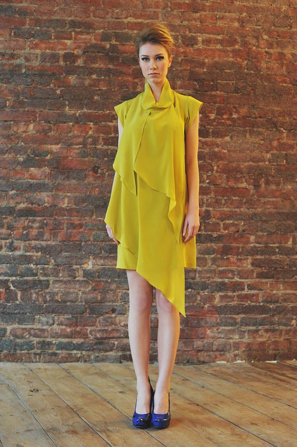 CW84 платье желтое, состав:100% шелк размеры: s, m, l. Изображение № 21.