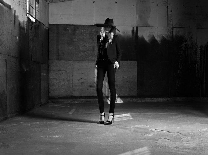 Вышла новая женская кампания Saint Laurent Paris Эди Слимана. Изображение № 6.